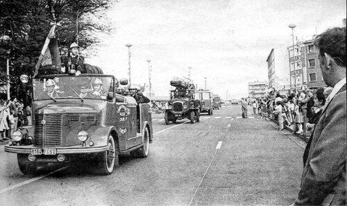 Les soldats du feu et leur camion Hotchkiss