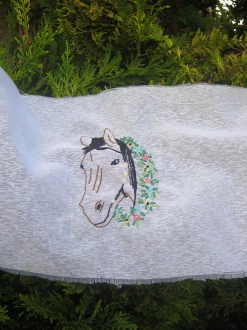 Un cheval fleuri...