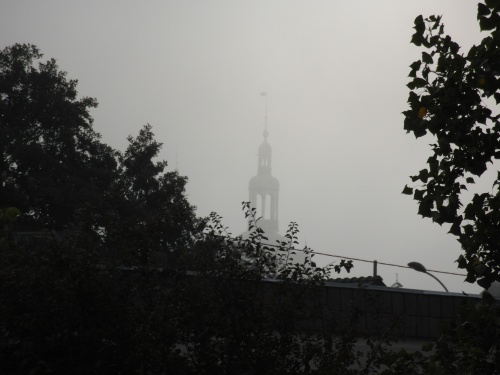 Clocher dans la brume et photo trimestrielle