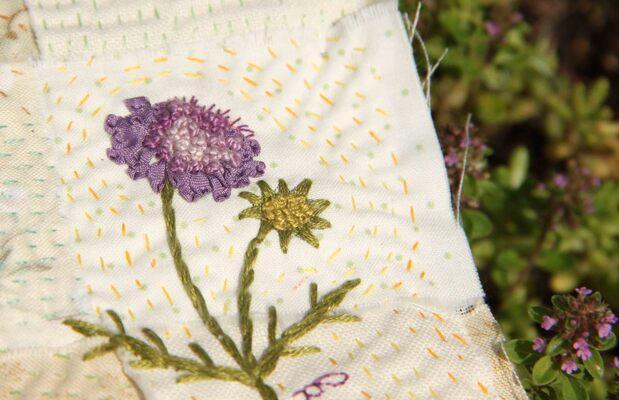 Fleurs des prés brodées
