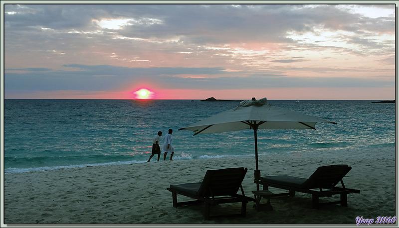 Coucher de soleil vu de la plage sud du Constance Tsarabanjina Resort - Archipel des Mitsio - Madagascar