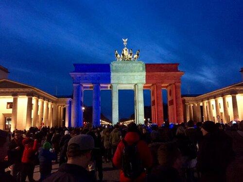 Solidarité avec la France après les horribles attentats du 16 novembre