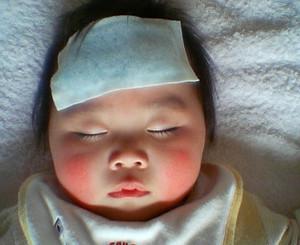 كيفية خفظ حرارة الطفل