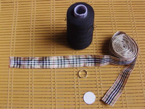Bagues avec du ruban de style burberry