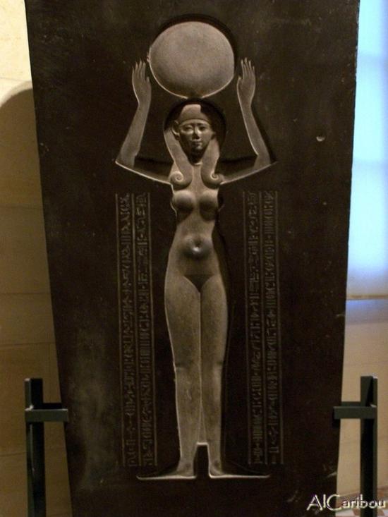 La déesse Nout à l'intérieur d'un sarcophage du IVe siècle BC
