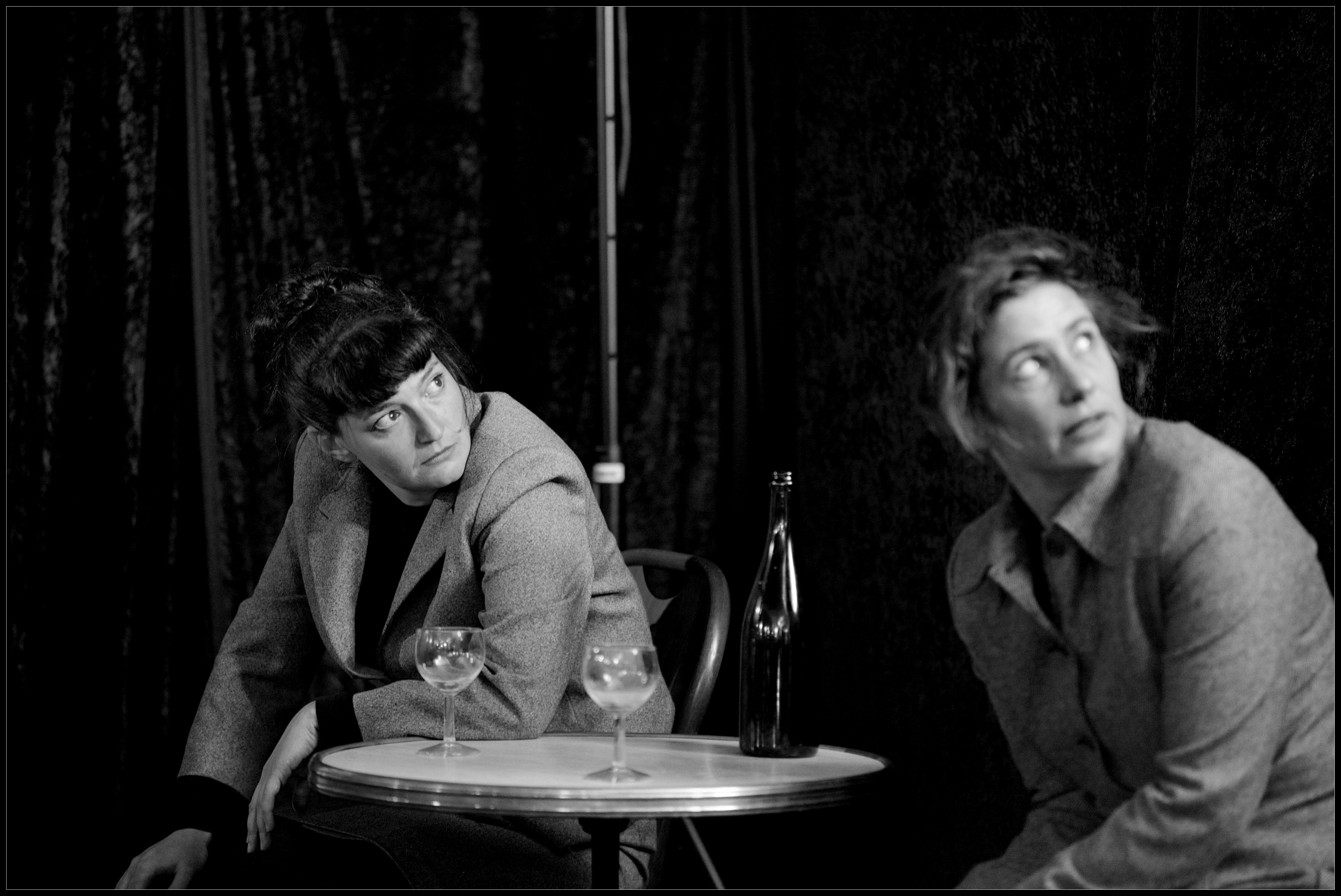 A L C O O L Par L Entiere Compagnie Texte De Marguerite Duras Les Mots Degeles