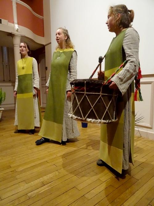 """Folklore lituanien, pour le festival """"Cultures sans Frontières"""", avec le groupe Skaidrumos et sa soliste Skaidra Jancate"""