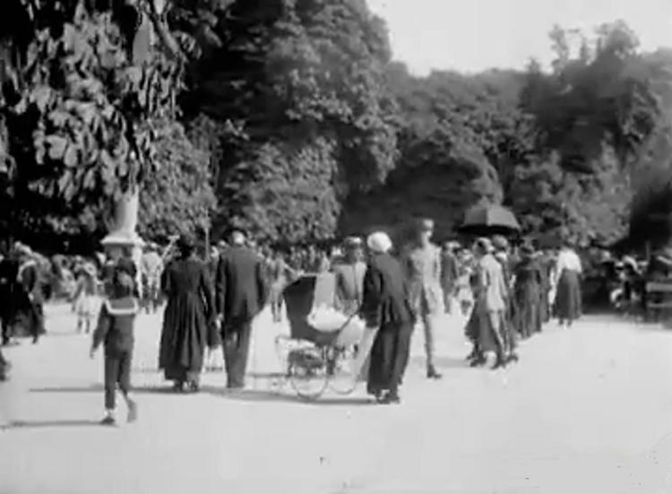 Le jardin du Luxembourg en 1917 : la Terrasse des Reines