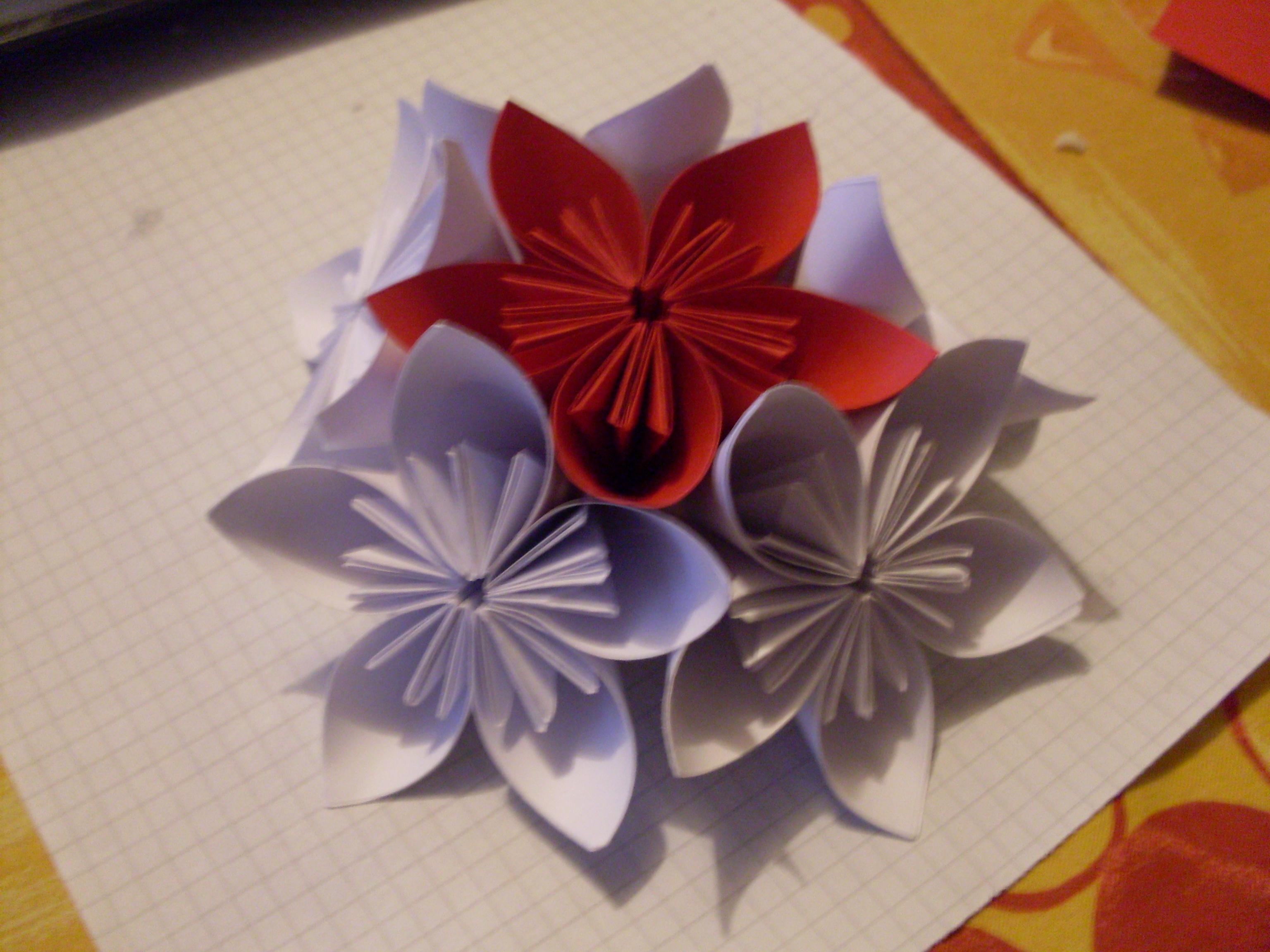 bouquet de fleurs en papier car interior design. Black Bedroom Furniture Sets. Home Design Ideas