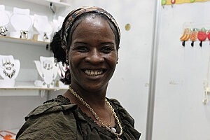 Cuba-La Havane(62 )sourire cubain au marché artisanal