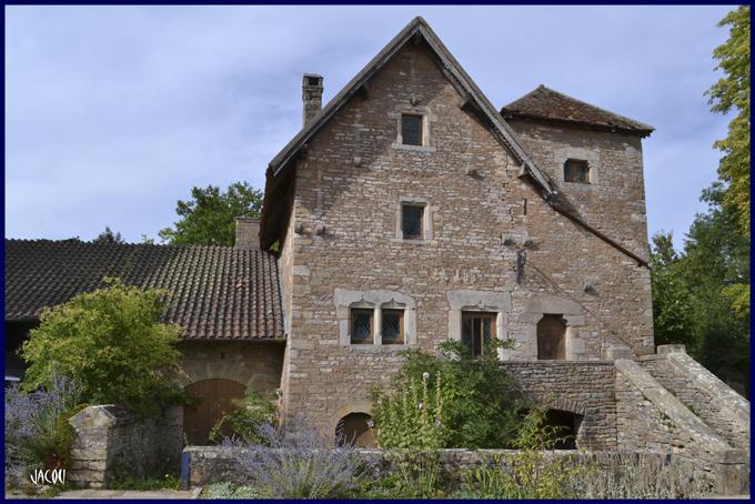 -Un si joli village: Brancion