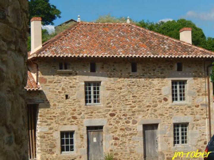 Châlus 87: Aujourd'hui, ce joli petit bourg était autrefois le territoire des Vicomtes de Limoges