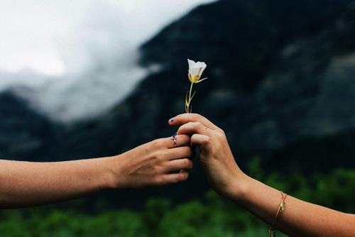 SIMPLE ACTS OF KINDNESS (Part 4) Les mots et gestes d'une mère ne s'oublient pas (Belles histoires de vie)