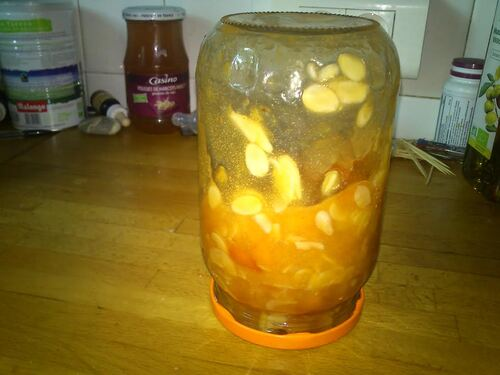 Une bonne confiture abricot amande pour les petits déjeuner d'été
