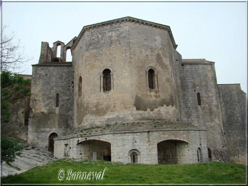 Abbaye de Montmajour chevets de la crypte et de l'abbatiale Notre-Dame