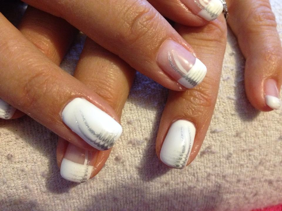 ongles french blanche deco