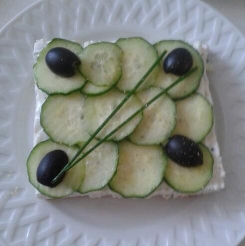Cheesecake au concombre et aux herbes