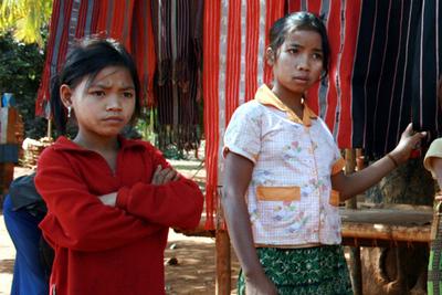 Blog de images-du-pays-des-ours :Images du Pays des Ours (et d'ailleurs ...), Marchandage - Village Kreung - Rattanakiri - Cambodge