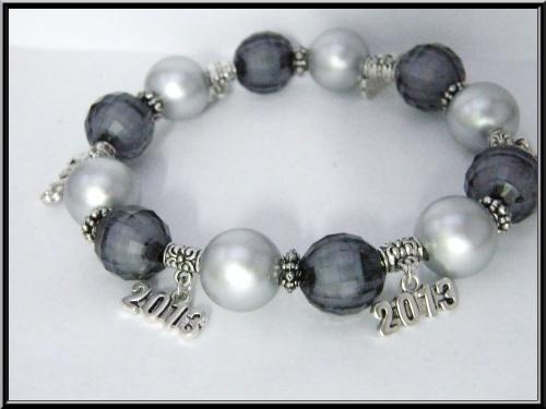 Parure bracelet/boucles nouvel an, breloque 2013 et perle.