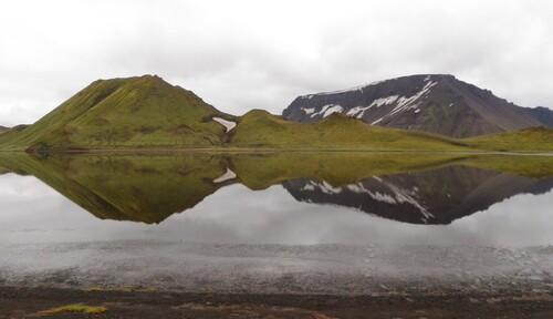 Reflet de la Kirkjufell dans le Kylingavatn