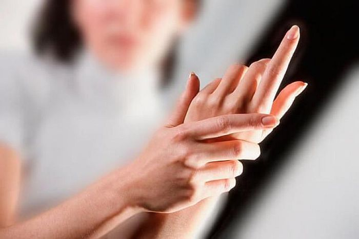 Может ли при сахарном диабете неметь рука