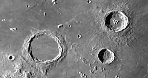Les cratères de lune ..quels sont leurs origines ?