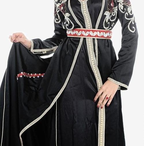 Un art de la féminité ; le caftan marocain