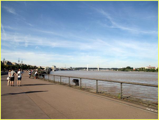 quai des Chartrons, au bord de la Garonne
