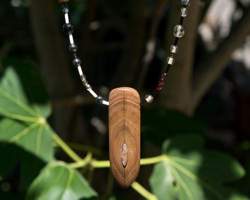 collier bois recup et pierre fine