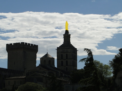 Notre Dame des Doms à contre jour