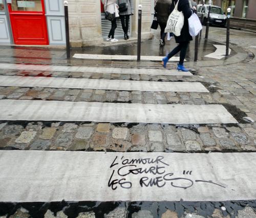 L'amour court les rues, message poétique