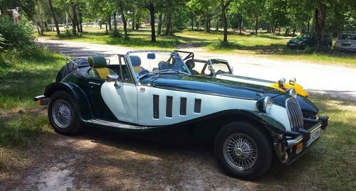 """Exposition de voitures anciennes """"anglaises"""""""