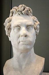 photo couleur montrant un buste en marbre représentant David, vu de face