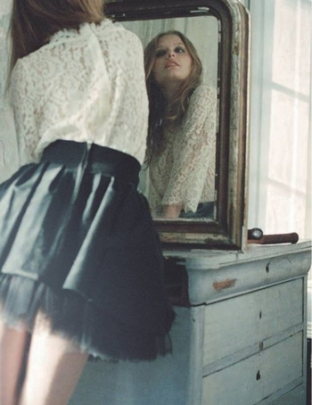 fashion-girl-mirror-vintage-Favim.com-400289
