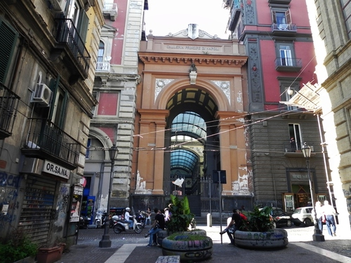 Naples, atour des places Dante et Bellini (photos)