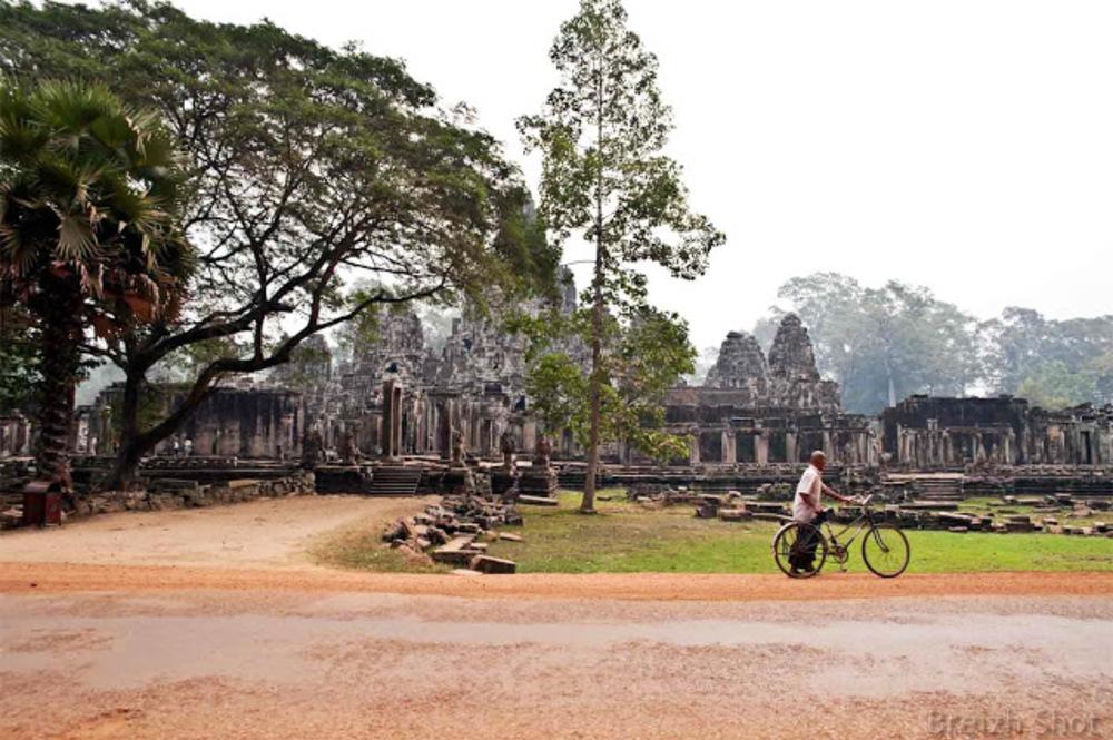 un cycliste à Angkor Thom