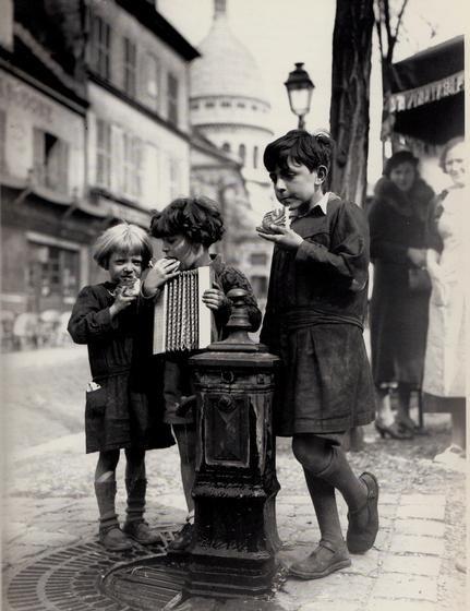 Les Petits gamins de Montmartre (Doisneau?)