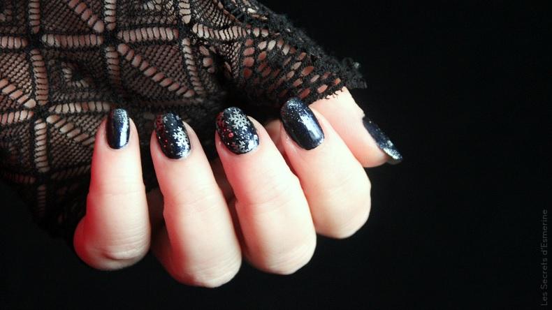 Noël - nail art cotonneux sous un ciel étoilé pour une nuit magique