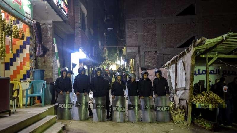 Égypte : un démineur tué par une bombe devant une église copte