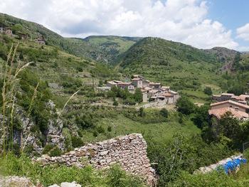 Deux hameaux au dessus du village