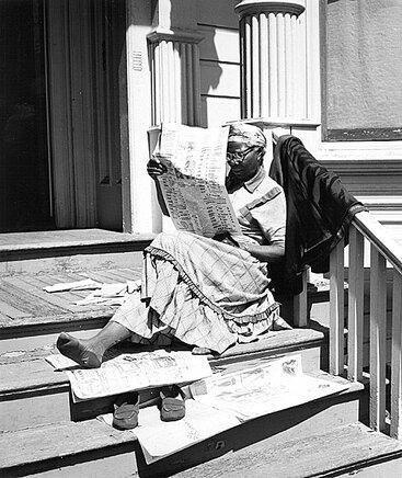 12 - Les vieilles dames et le journal