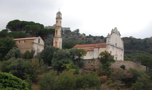 Une église et son campanile baroque