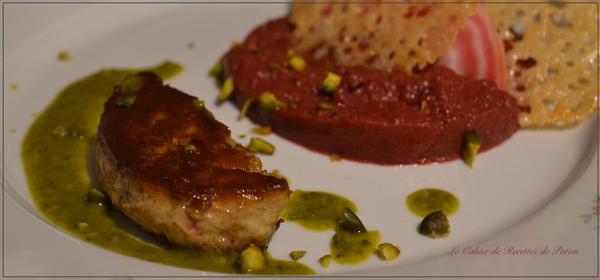 Foie gras poêlé purée de betterave rouge huile de pistache