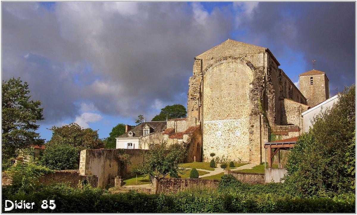 (85) Vendée - La Chaize le Vicomte (1) - Eglise