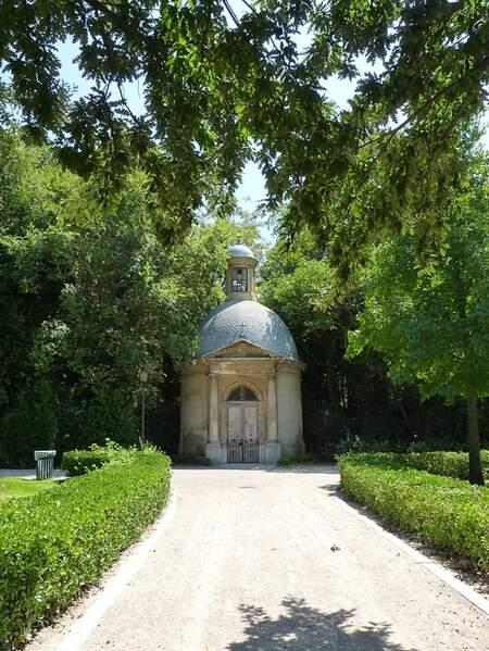 Jardin de Magalone mausolée (1)