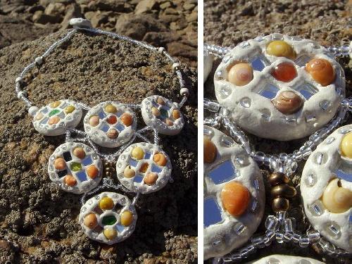 Les colliers en argile brésilien