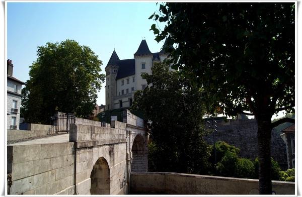 Encore et toujours le château de Pau mais vu sous un autre angle.
