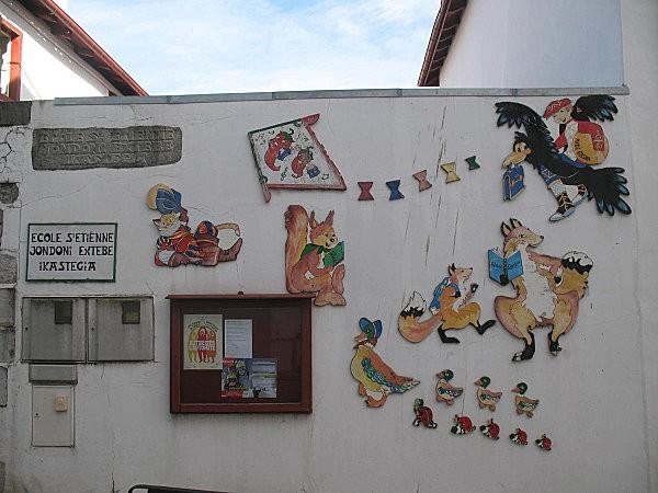 espelette mur de l'école st etienne