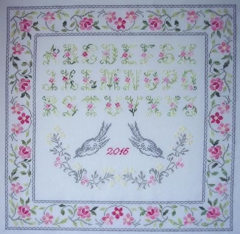 La lettre du 25 avril: Carinne, sampler 'Au centre des fleurs'