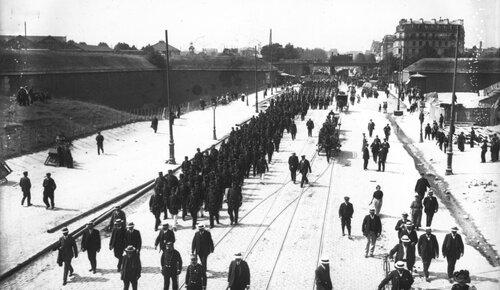 La mort une affaire publique. Obsèques du charpentier Armand, gréviste du bâtiment tué, 19 juillet 1911